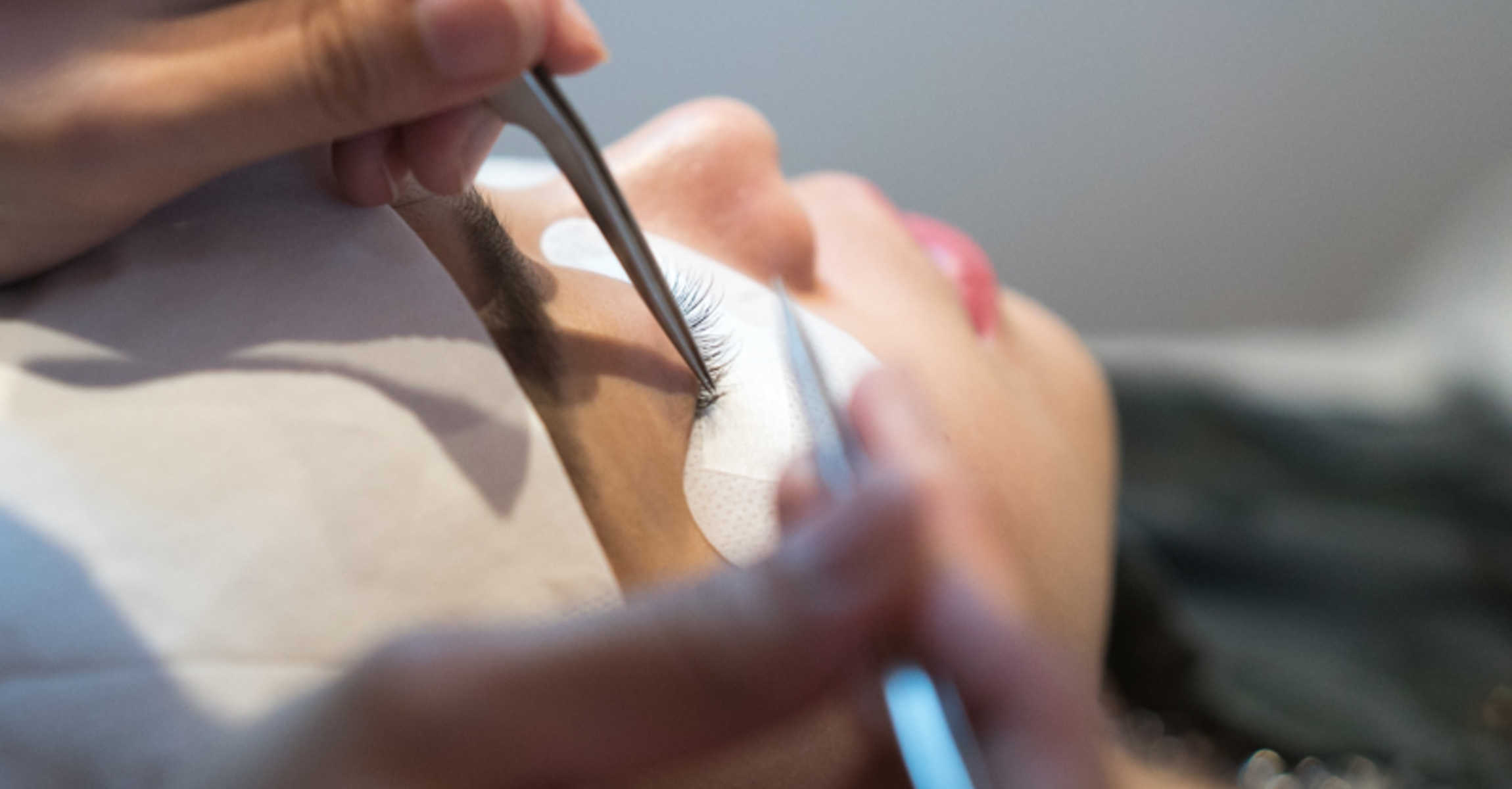 Do you know the difference between C Curl and J Curl Lash Extensions? Agent V Tries Both before her holiday to Japan@